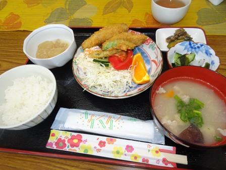アジフライ女子会の昼ご飯・.JPG