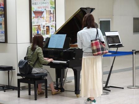 ピアノ新幹線駅.JPG