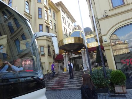 ホテル前.jpg