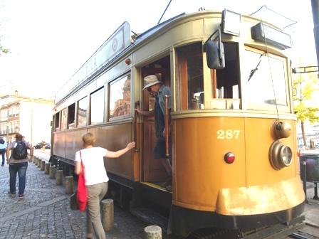 ポルトの電車.JPG