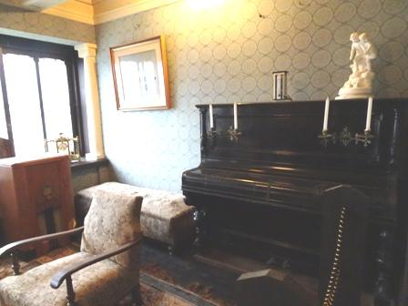 中野邸のピアノ.JPG