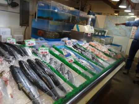 市場の魚.JPG