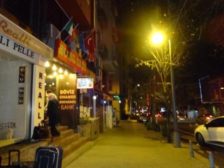 暗い夜のイスタンブール.jpg