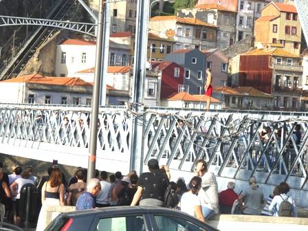 橋から飛び込む人.JPG