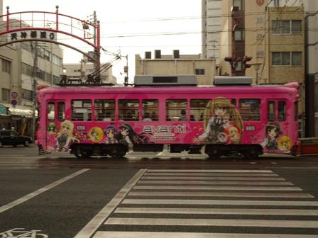 派手な電車.JPG