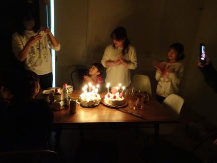 灯が燈るケーキに.JPG