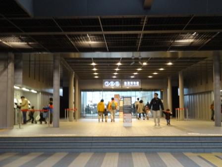 玄関鉄道博物館.JPG
