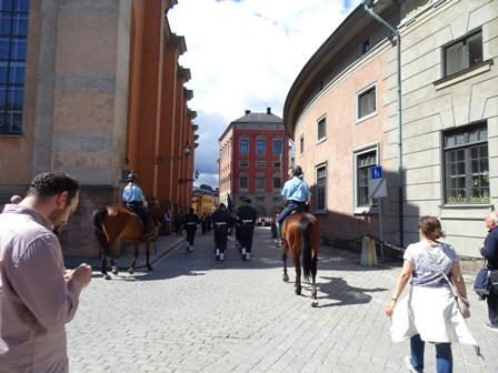 警官騎馬.JPG