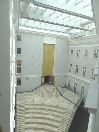 近代的な新館.JPG