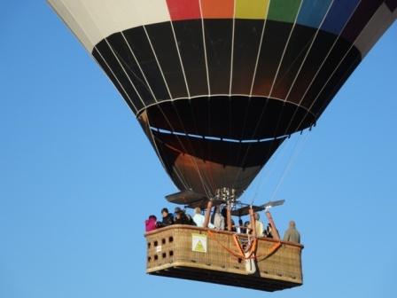 隣の気球.jpg