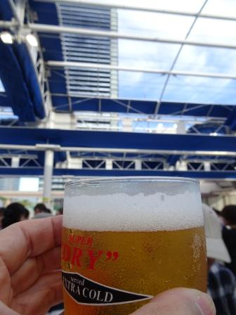 高層ビルビールと.JPG