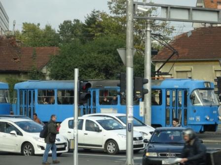 !ザクレブの電車.jpg