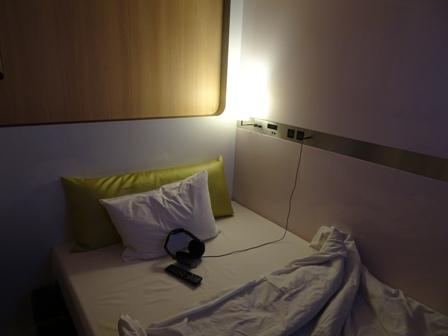 1カプセルホテル.JPG