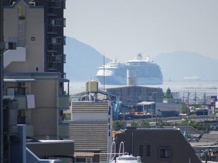 1大型船の往来.JPG