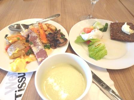 2ホテルの夕食.JPG